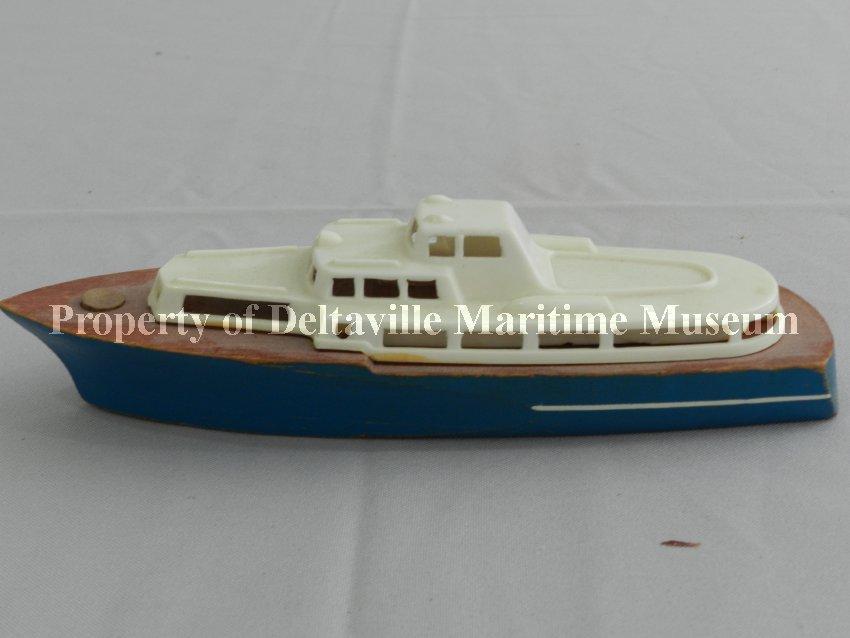 Boat, Pond - Cabin cruiser