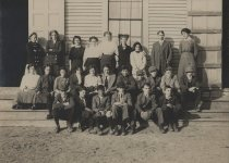 Image of Class photo in front of building - W0863