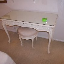 Image of 1987.18.228 - Table