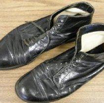 Image of 2010.008.00001ab - Shoe