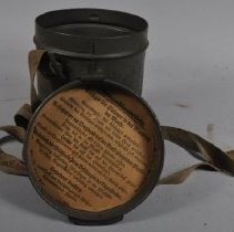 Image of Printed German text inside the lid