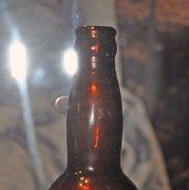 Image of 1960.087.001 - Bottle