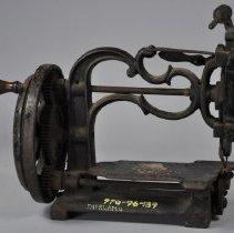 Image of 1970.096.139 - Machine, Sewing