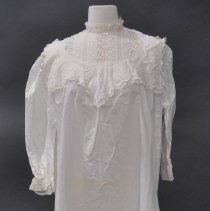 Image of 1971.001.044 - Nightgown