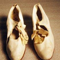 Image of 1971.001.045ab - Shoe
