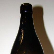 Image of 1972.073.006 - Bottle