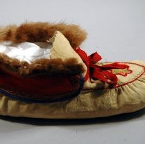 Image of 1975.074.002ab - Moccasin