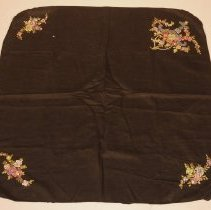 Image of 1975.083.132 - Tablecloth
