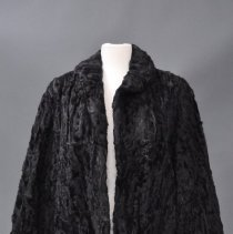 Image of 1975.083.190 - Overcoat