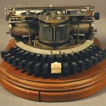 Image of 1981.055.014ab - Typewriter