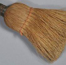 Image of 1987.003.053 - Brush, Hat