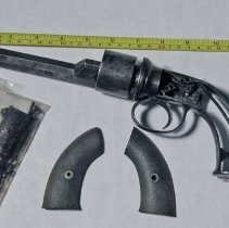 Image of 1993.035.001 - Revolver