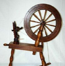 Image of Frontal view of the Kirk Spinning Wheel