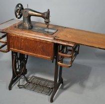 Image of 2004.023.001 - Machine, Sewing