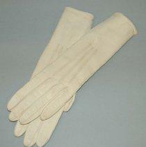 Image of 2006.030.006 - Glove