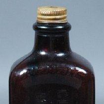 Image of 1985.068.010ab - Bottle, Medicine
