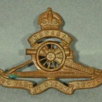 Image of 1984.022.123 - Badge, Military