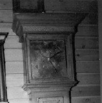 Image of Black & white frontal view of clock (1980s)