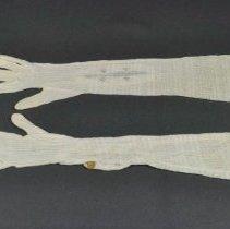 Image of 1988.058.025ab - Glove
