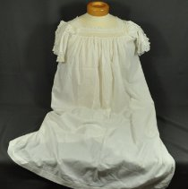 Image of 1977.047.028 - Nightgown