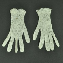 Image of 1975.051.005ab - Glove