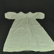 Image of 1980.235.002 - Nightgown