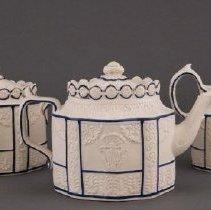 Image of 2009.25.10ab - Teapot