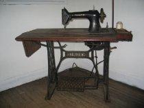 Image of 1995.01.13 - Machine, Sewing