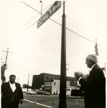 Image of 0123-045_05-86-003 - Official Unveiling of Martin Luther King, Jr. Boulevard Street Sign