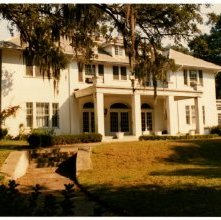 Image of 0123-045_08-09-012 - A White Savannah House at Dusk