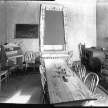 Image of 1121-100_0062 - Room with Table and Chairs