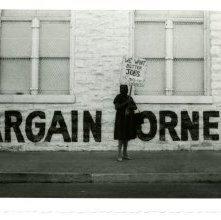 Image of 1121-100_0633 - Bargain Corner Demonstration