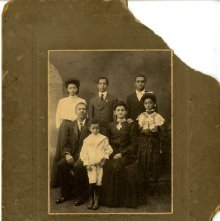 Image of 1121-100_0683 - Family Portrait