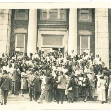 Image of 1121-100_0981 - Large Group in Front of Building