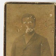 Image of 1121-100_1658 - Portrait of a Man