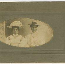 Image of 1121-100_1690 - Unidentified Women