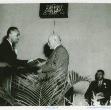 Image of 1121-100_1733 - Walter Scott Receives Award