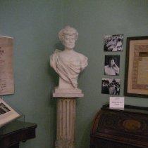 Image of Alva Belmont bust, in room
