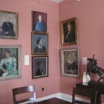 Image of Sybil Ludington sculpture in President's room