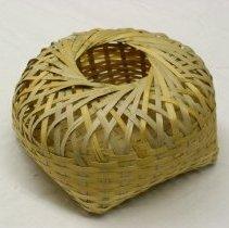 Image of Nhia Yia Heu, Baby chick basket, 1990, Hmong, Bamboo