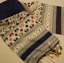 Image of Artist unknown, Tai Neua shawl, 1980-1989, Hmong, Silk/Cotton