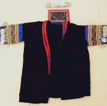 Image of Cher Moua Thao, Child's suit, 1985, Hmong