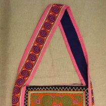 Image of Thao Ying,Shoulder bag, Ban Vinai Refugee Camp, Thailand,Hmong,1975,Cotton