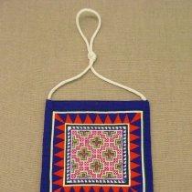 Image of Chia Moua, purse (hnab), 1988, Fabric