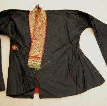 Image of Artist unknown, Woman's jacket, Tai Hue/Luang Prabang/Laos, Silk/Cotton