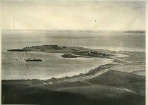 Image of Billede fra samling modtaget fra RISØ.  Billedet forestiller landskabet ved Roskilde fjord, før RISØ