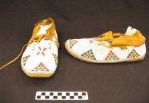 Image of 2012.066.005.1.1-.2 - Moccasin