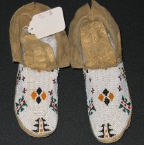 Image of 1990.072.001-.002 - Moccasin