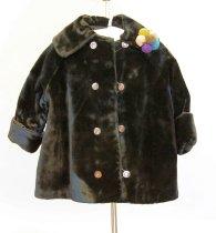 Image of 1985.117.006 - Coat