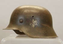 Image of 2000.055.001 - Helmet